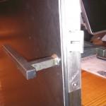 Béquille  en carré de  12mm acier  brut vernis