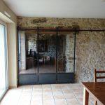 porte-coulissante-style-atelier-acier-brut-vernis